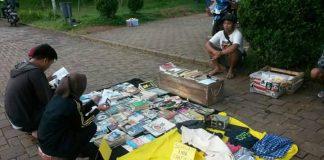 Perpustakaan Jalan di Taman Bunderan Metland Transyogi Cileungsi