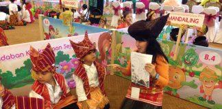 Peluncuran dan pembagian buku berlangsung saat acara Festival dan Kreativitas Anak Usia Dini 2017 di Puri Ardhya Garini, Jakarta, Rabu (10/5/2017)