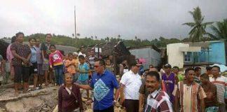 Bupati Maluku Tenggara Barat, Petrus Fatlolon, SH, MH bersama warga Desa Waturu Kecamatan Nirunmas