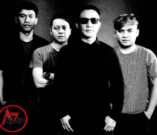 A7 Band Ajie (Vokal), Eggi (Keyboard, synthesizer), Reza (Bass), serta Toro Black (Drum)