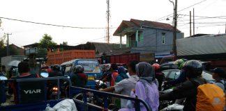Kemacetan Di Jalan Raya Rawahingkik