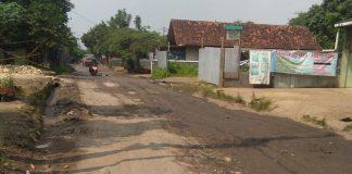 Jalan Rusak Desa Mampir Kecamatan Cileungsi Kabupaten Bogor