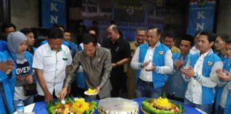 Pemotongan Tumpeng HUT KNPI Ke-44 Oleh Bapak Jaro Ade Ketua DPRD Kabupaten Bogor