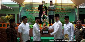 Penerimaan Piala Untuk Pemenang Lomba MTQ Tingkat Kecamatan Oleh Ismail Marzuki Selaku Kades Desa Pasirangin