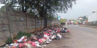 limbah dipinggir jalan Fly Over