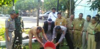 Camat Cibinong Bambang W Tawakal (30/8) siang serta jajrannya dan Kapolsek Cibinong
