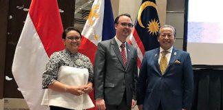 Pertemuan Tingkat Menteri Luar Negeri Trilateral Indonesia-Malaysia-Filipina, di Manila, Filipina, Minggu (12/11).