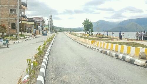 Foto: Jalan dan median sudah di benahi disepanjang Taman Kota Putri Lopian Pangururan Samosir