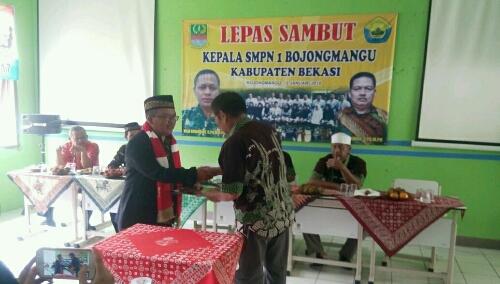 Foto : Serah terima Jabatan Kepala Sekolah SMPN 1 Bojong Mangu,Jum'at (12/01)
