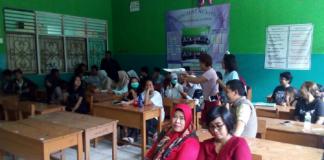 Para Alumni SMP PGRI Surya Kencana tampak sedang berkumpul dalam Aksi Spontan Penggalangan Dana Bantuan