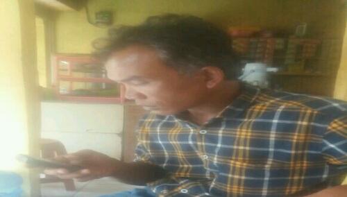 Foto : Nanang(44) warga bekasi,suami Korban sindikat perdagangan manusia yang beroperasi di kota bekasi.