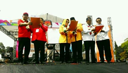 Foto : Tiga Pasangan Calon Bupati Dan Wakil Bupati Subang yang mengikuti ajang Pilkada Kab Subang Melakukan Pembacaan Komitmen melaksanakan Pilkada Aman Damai Dan Jujur.