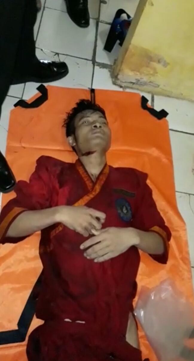 Foto : Tampak Pada tubuh Korban pembunuhan  Di temukan Bekas Sayatan benda Tajam.
