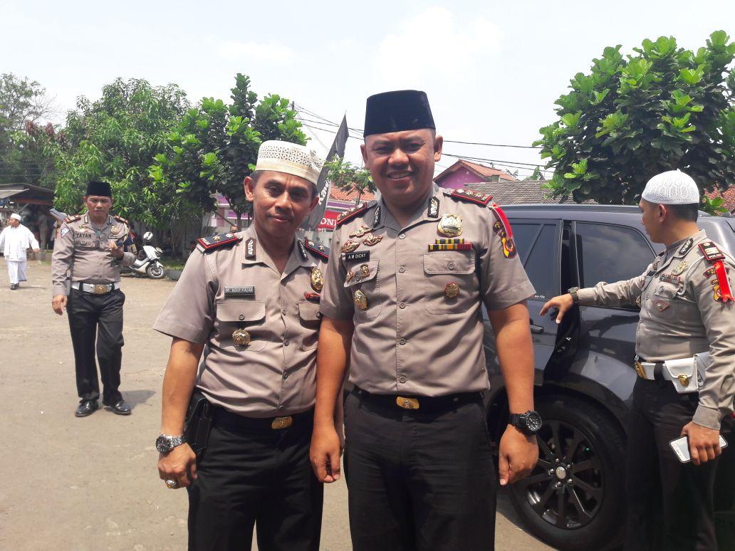 Foto : Kapolres Bogor,AKBP.A.M.Dicky bersama Kapolsek Cileungsi(berpeci putih)
