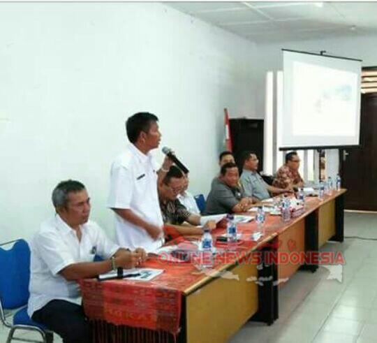 Foto : Asisten I Mangihut Sinaga, ajak warga untuk mendukung pembangunan pelabuhan feri Ambarita