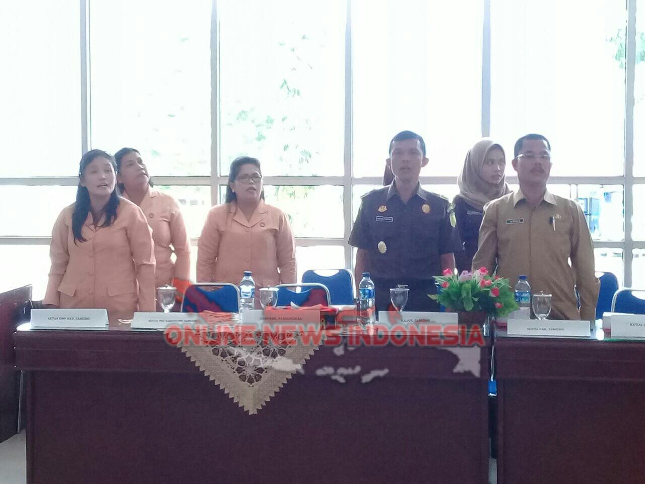 Foto : Kajari Samosir, yang diwakili Kasintel, Asben Bintang Situmorang SH MH (nomor 2 dari kanan), didampingi sekda Drs Jabiat Sagala M.Hum, pada acara pelantikan empat pejabat tinggi pratama dilingkungan pemerintah kabupaten Samosir.