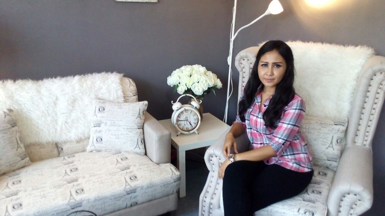 Vicky Dwi Cahyanti, Pemilik Alexa Sofa