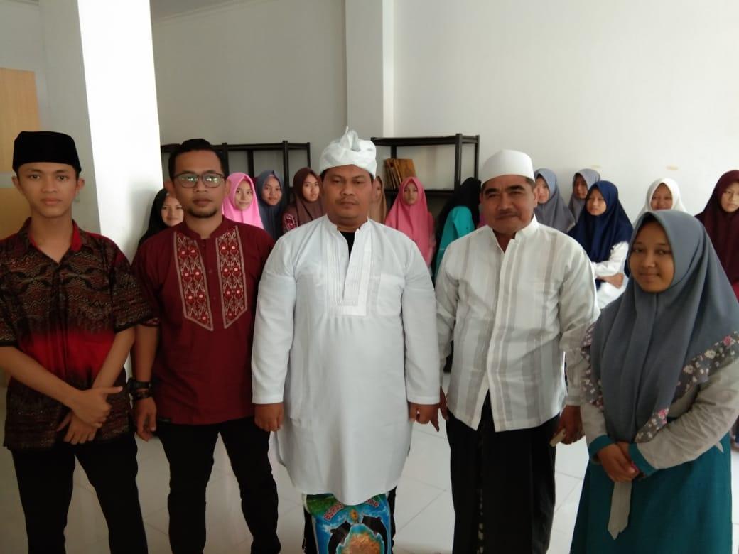 KH. Nur ali, Pimpinan Pondok Pesantren Yayasan Pendidikan Islam An-Nur'Aliyyah Bersama Sindikat Rocker Cileungsi