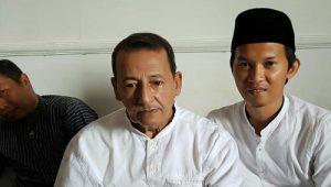 TADZIM- Wartawan OL News tengah duduk sejajar dengan Habib Lutfi, sebelum acara di mulai. (Rizal Damara)