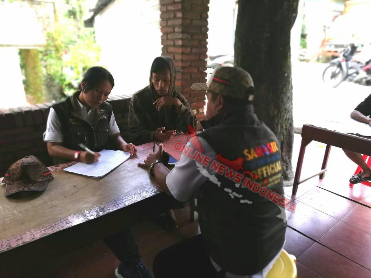 Foto : Petugas Dinas Pariwista melakukan pendataan kegiatan usaha pariwisata di Tuk Tuk Siadong Kecamatan Simanindo Samaosir