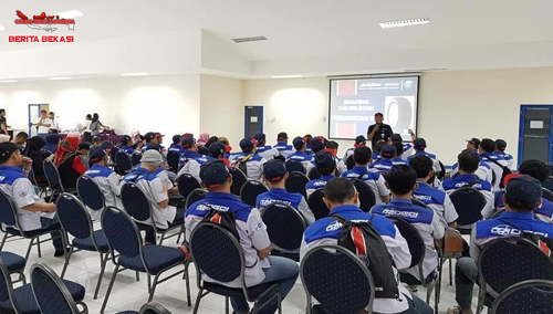 Presentasi Dari Pihak Achilles Dibawakan Oleh Henda Kepada Komunitas DCGI