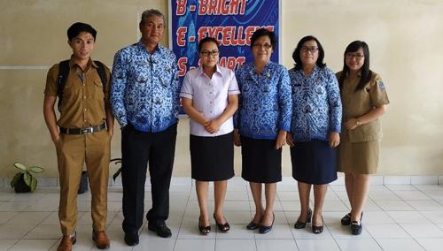 Kepala Sekolah Yadika Langowan selesai menerima kunjungan Dinas Pendidikan Kabupaten Minahasa