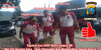 Dari kiri pake topi (Kapolsekta Berastagi Kompol Aron T Siahaan ) tengah (Kapolsek Simpang Empat AKP Nazrides Syarif S.H), kanan (Kapolres Karo AKBP Benny Hutajulu SIK) saat mengangkat sampah