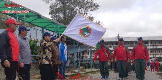 Bupati Karo melepas peserta Gerak jalan santai di universitas Qualty Berastagi, Jumat (14/09)