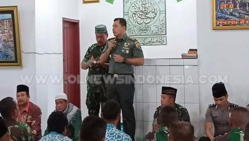 Dandim 0205 Tanah Karo Letkol Inf Taufik Rizal Batu Bara S.E  saat memberikan sambutan dalam acara doa dan Penggalangan Dana di Masjid Sudirman Batalyon 125 /SMB Kabanjahe