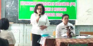 Kepala Sekolah SMP Negeri 2 Berastagi Dra Kasriana Br Barus saat memberikan sambutan dalam acara Workshop PPK Rabu (17 /10).