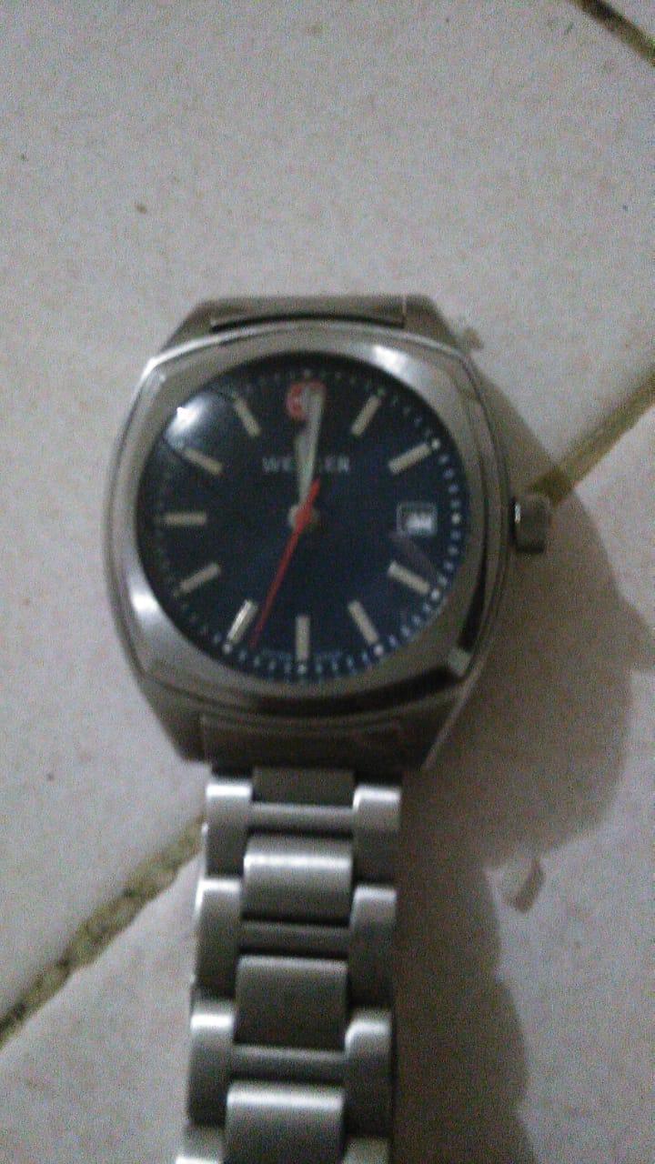 Foto : barang bukti  1 buah jam tangan merk wenger swiss, juga milik majikannya, dibawa kabur tersangka