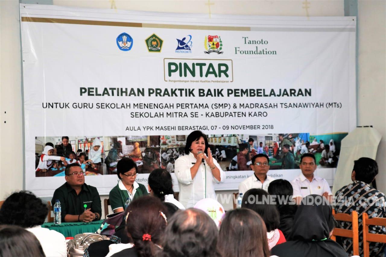 Ket foto  : Wakil Bupati Karo Cory Sriwaty Br Sebayang saat memberikan sambutan dalam acara pelatihan Praktik Baik Pembelajaran untuk Kepsek, Pengawas dan Guru di YPK Masehi Berastagi, Rabu (07/11) 2018