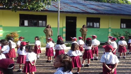 Foto : Upacara hari pertama masuk sekolah (Senin, 7 Januari 2019) di SD N 2 Parsaoran Pangururan Samosir.