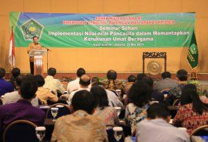 Menag Lukman memberikan sambutan sekaligus membuka Seminar Sehari Tentang Implementasi Nilai-Nilai Pancasila dalam Memantapkan Kerukunan Umat Beragama