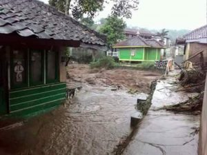 Banjir Bandang Desa margamulya kec.pasirjambu Pukul : 15.15 wib Kab. Bandung, Bandung Selatan