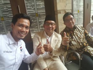 Ketua DPW Perindo Jawa Barat Ade Wardhana Adinata (Kiri), Ridwan Kamil Walikota Bandung (Tengah), Agung Suryamal Kadin Jawa Barat (kanan)