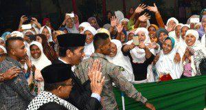 Antusiasme masyarakat saat Presiden Joko Widodo mengunjungi Pondok Pesantren Darussalam, Dukuhwaluh, Purwokerto