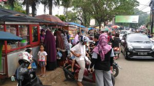 Suasana Warung Warung Jajanan menu berbuka puasa di WARCAM
