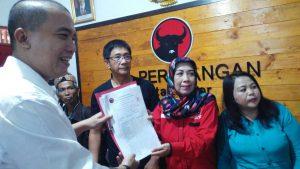 Teddy Risandi Saat Mengembalikan Formulir Calon Walikota Bogor ke Kantor PDIP DPC Kota Bogor