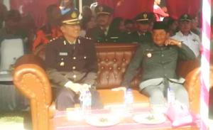 Kapolres Samosir AKBP.D Simanjuntak dan Bupati Samosir Drs.Rapidin Simbolon tampak menyaksikan atraksi PolCil (Polisi Cilik)