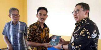 Kepala Desa Pasirangin Ismail Marzuki Dengan wakil Ketua DPR-RI Dapil V Jawabarat Bpk.Dr.H.Fadlizon.S.S,.MSc