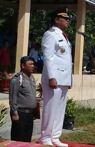 Wakil Bupati Samosir Ir.Juang Sinaga sebagai Inspektur Upacara di tanah lapang Mogang Palipi Samosir Sumatera Utara