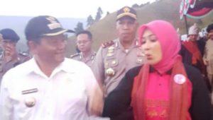 Kunjungan Ketua Umum Bhayangkari Nyonya Tri Tito Karnavian diPeresmian Taman Etno Botani Batak Bhayangkari didampingi Bupati Samosir Drs.Rapidin Simbolon MM