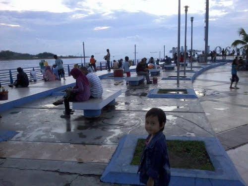 Para pengunjung wisatawan