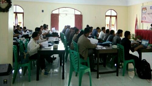 Foto: Para Panitia Pemilihan Kecamatan (PPK) ,menghadiri Bimtek Coklit oleh KPU Samosir