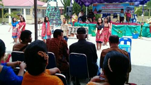 Foto: Para siswa/i SMP Negeri 02 Pangururan, gelar Tarian Tor-Tor daerah Batak, disyukuran acara Natal dan Tahun Baru