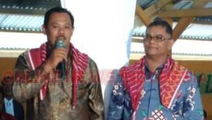 Kedua kepala Desa( Sebelah kanan, KARIUS, KIRI SAHMIDUN) saat menyampaikan keluhan ke Anggota DPRD SUMUT