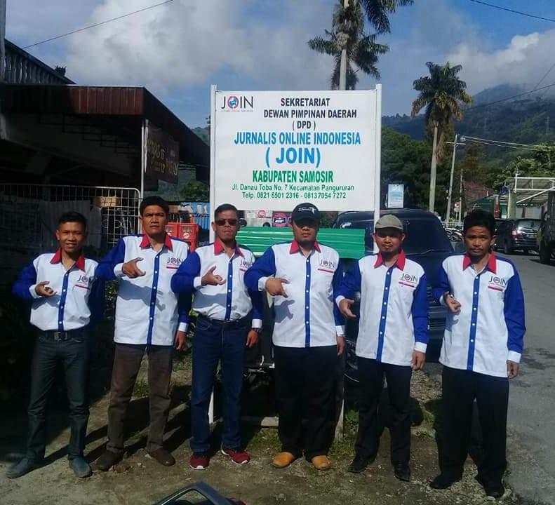 Foto : Pengurus DPD JOIN Samosir, Jalan Danau Toba No.7 Kecamatan Pangururan kabupaten Samosir Sumatera Utara.