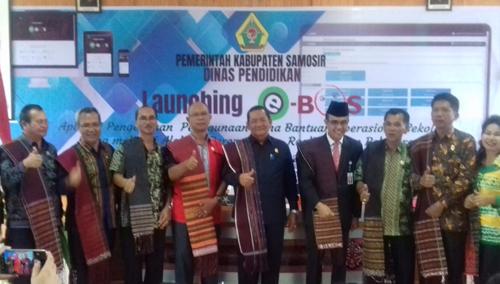 Bupati Samosir Drs.Rapidin Simbolon MM bersama beberapa SKPD dan Assistent di acara Launching e-BOS