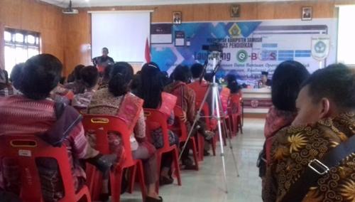 Kepala Sekolah dari tingkat SD dan SMP Se Kabupaten Samosir hadir di acara Launching e-BOS